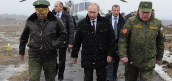 Putin junto a dos general rusos.