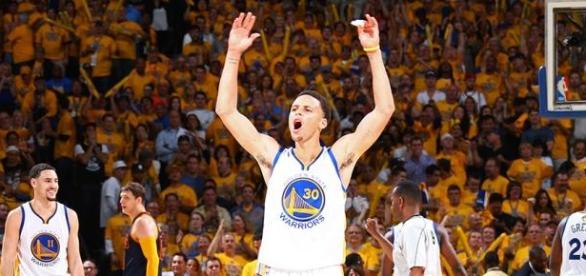 Curry lidero a su equipo con 26pts y 8asts