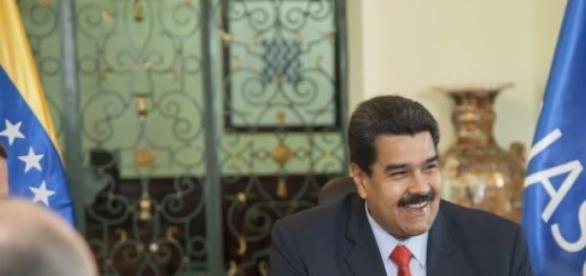 Nicolás Maduro en medio de una sesión de UNASUR