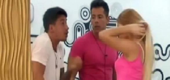 Nicolás y Romina en plena pelea