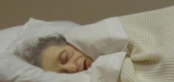Obra 'Untitled (Mulher velha na cama)'