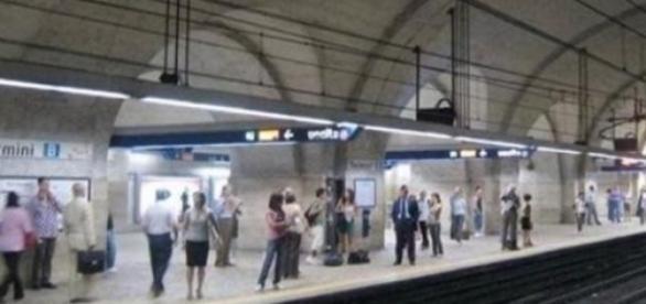 Două garnituri de metrou s-au ciocnit la Roma
