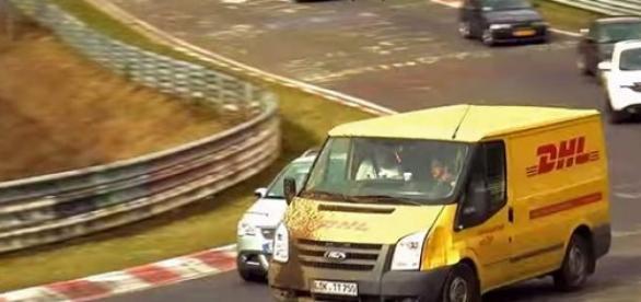 Dostawca DHL też może się ścigać, a co!