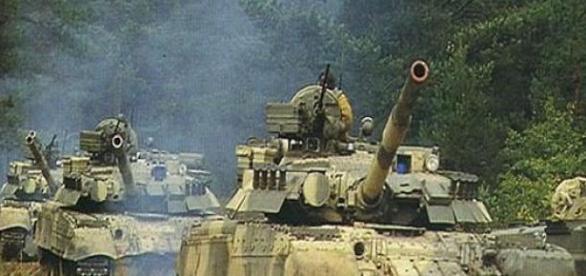 Cursă între un tanc rusesc și unul ucrainean