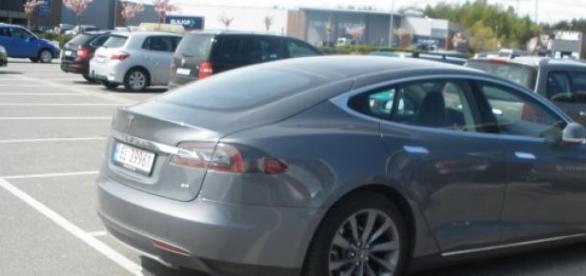 masina electrica produsa de Tesla Motors
