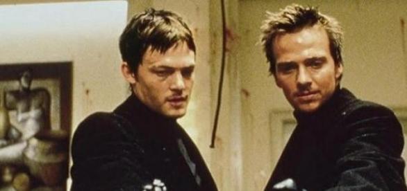 Flanery i Reedus jako bracia, kadr z filmu