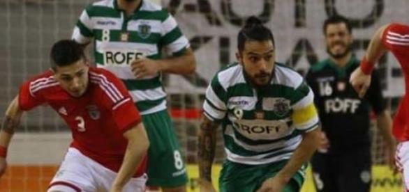 Benfica e Sporting em animada disputa