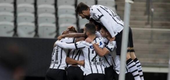 Corinthians e Fluminense vencem e entram no G4
