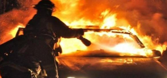 Incendiu puternic la o masina de butelii