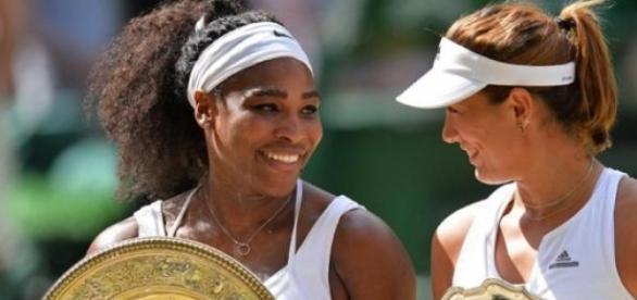 Serena y Garbiñe en la premiación