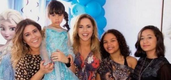 Mulher e filha de Daniela Mercury sofrem acidente