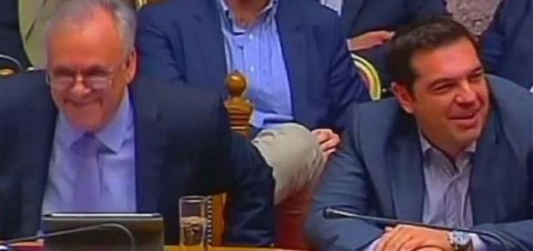 Ironiczne uśmiechy greckiego premiera i ministrów