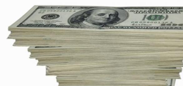 Banii conduc societatea  si pe oameni