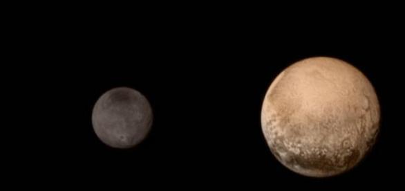 Caronte e Plutão. Imagem: reprudução/NASA