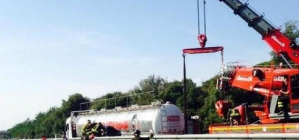 Pompierii au repus cisterna pe roţi
