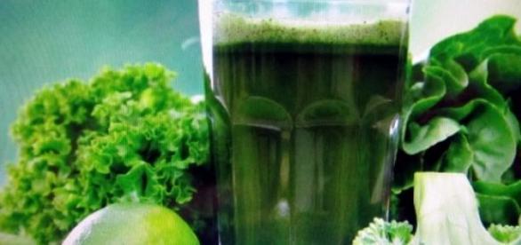 Suco verde: a estrela da dieta detox