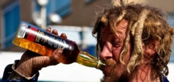 A băut 33 de beri pe zi timp de 15 ani