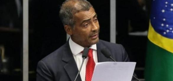Romário eleito presidente da CPI do Futebol