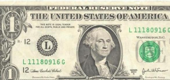 Billete de un dolar, cotizado en 16 pesos.
