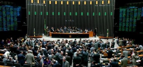 Câmara dos Deputados mantém mandato de 4 anos