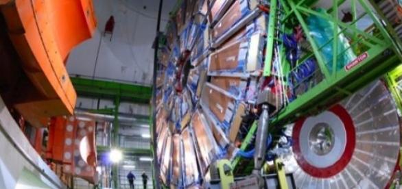 CERN descopera pentaquark-ul! Bravo lor