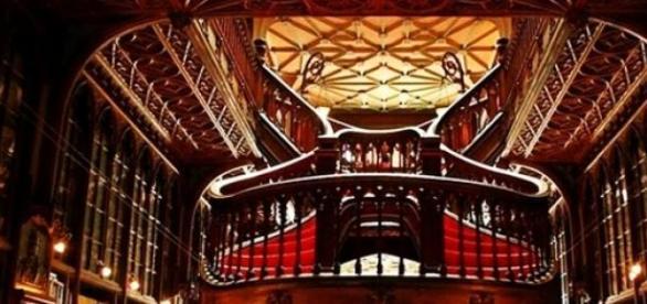Interior da Livraria Lello, Porto.
