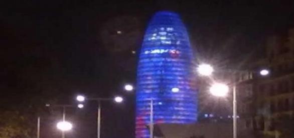 La Torre Agbar durante la noche (Foto del Autor).
