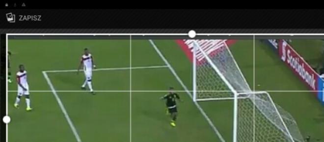 Fragment meczu rozegranego w ramach turnieju o Złoty Puchar CONCACAF pomiędzy drużynami Meksyku oraz Trinidadu I Tobago. Zdjęcie jest zrzutem z ekranu. Przedstawia sytuację z pierwszej połowy kiedy Meksykanie zdobyli pierwszą bramkę.