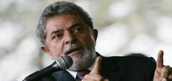 Lula pede suspensão de inquérito no MP