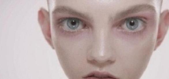 """Molly Bair, de """"alien"""" a imagen de Prada y Chanel"""