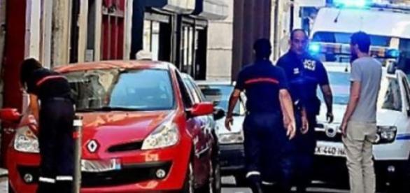 Bebé estava dentro do Renault vermelho.