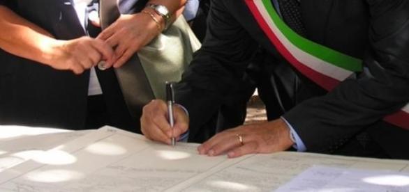 """Alfano commentò: """"Stanno facendo autografi""""."""