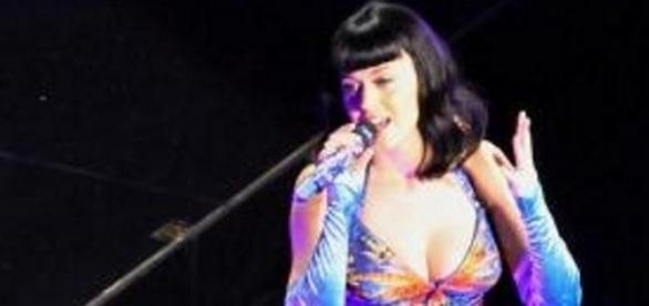Katy Perry ist bekannt für ihre schrillen Outfits