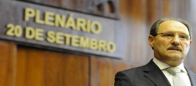 Prudente e temeroso com possíveis represálias, o governador José Ivo Sartori não confirmou oficialmente o parcelamento dos salários dos servidores do RS.