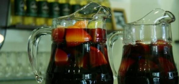 Imagen de dos jarras de sangría