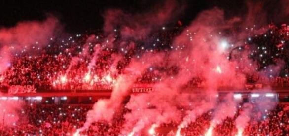 35.000 personas en el banderazo rojinegro.