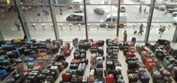 Maletas en un aterminal de aeropuerto