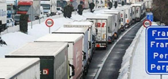 Camiones bloqueados por la huelga francesa