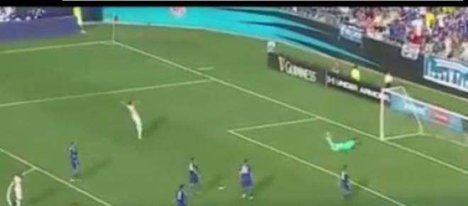 W taki sposób padła bramka dla mistrza Francji.