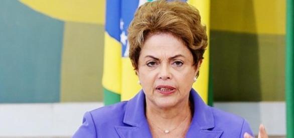 Dilma se enrolou novamente e paga mico em discurso
