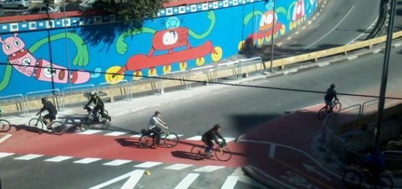 Avenida Paulista, entre a Consolação e a Angélica.