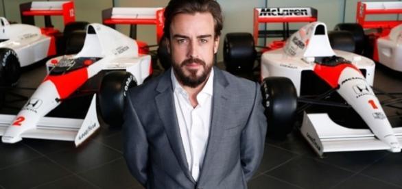 Fernando Alonso, en la fábrica de Woking