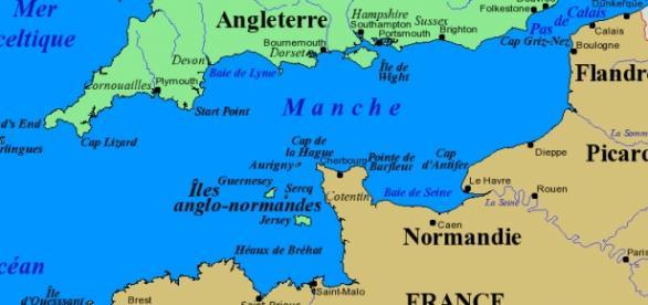 Canal da Mancha, separa Grã-Bretanha e França.