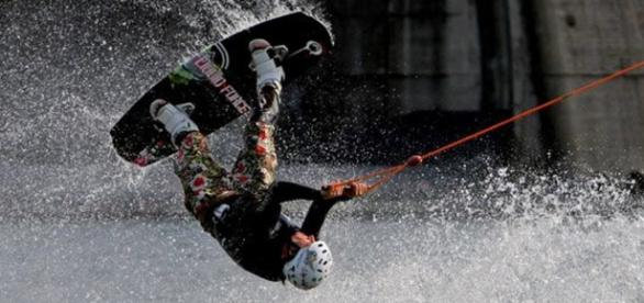 Hombre haciendo Wakeboarding, Viena