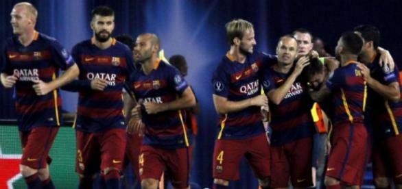 Messi festeja com a equipa o segundo golo do jogo