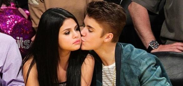 Selena reforça que os dois são amigos