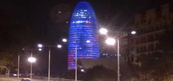 La Torre Agbar seguirá cada noche con este color.