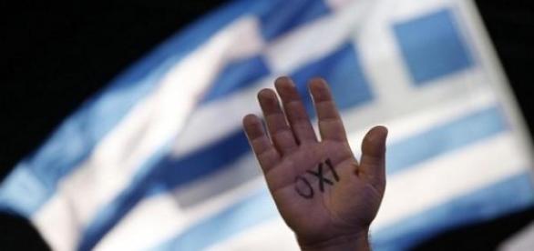 """Festa in piazza Syntagma per la vittoria del """"no"""""""