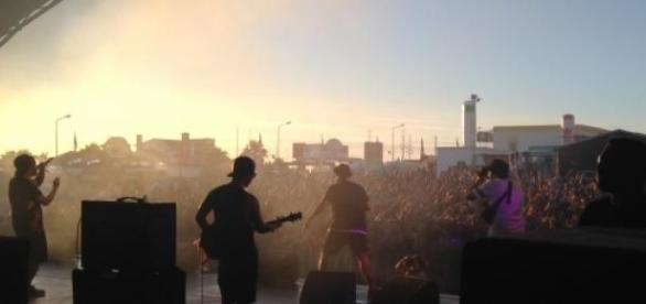 Agir deu o primeiro concerto do Sumol Summer Fest.