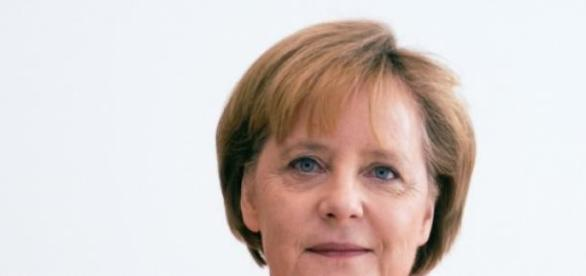 Merkel segue hoje para Paris.
